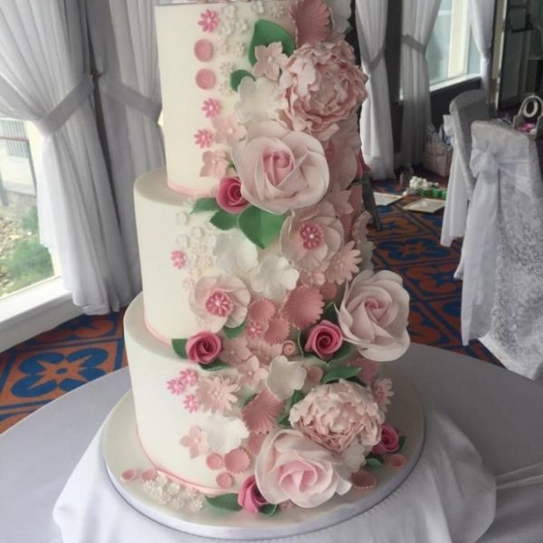 Claire the bakers wedding cakes donegal
